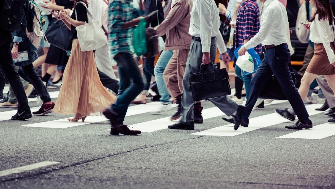 pessoas-rua-multidao-min